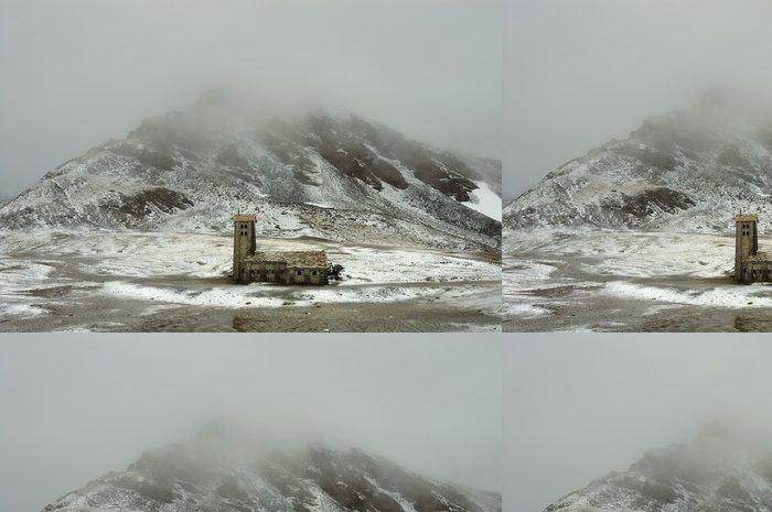 Tapeta Pixerstick Alpine Kirche im Winter č.1 - Roční období