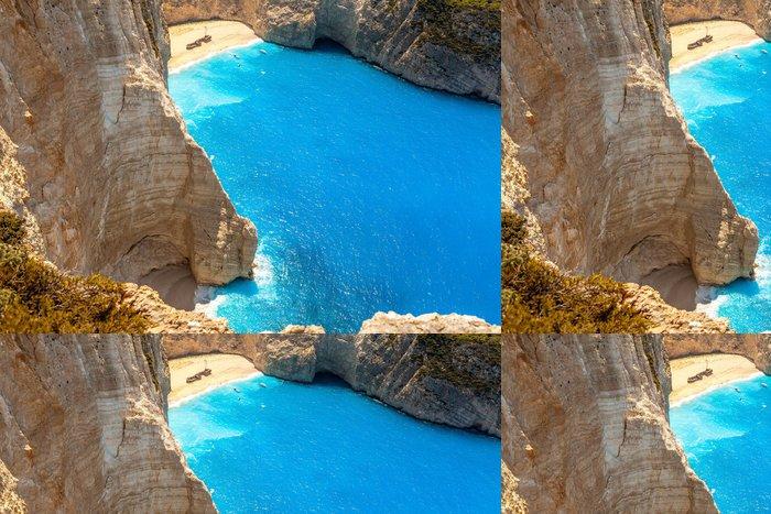 Tapeta Pixerstick Amazing pláž Navagio na ostrově Zakynthos, Řecko - Evropa