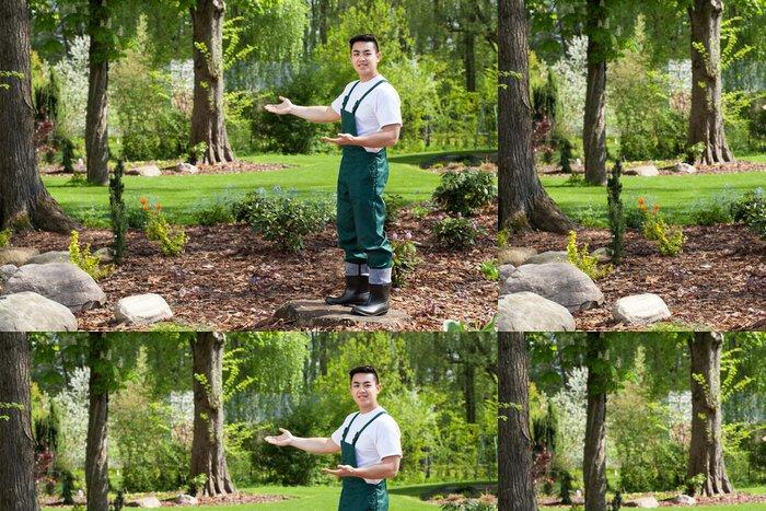 Vinylová Tapeta Asian zahradník prezentuje krásnou zahradu - Domov a zahrada