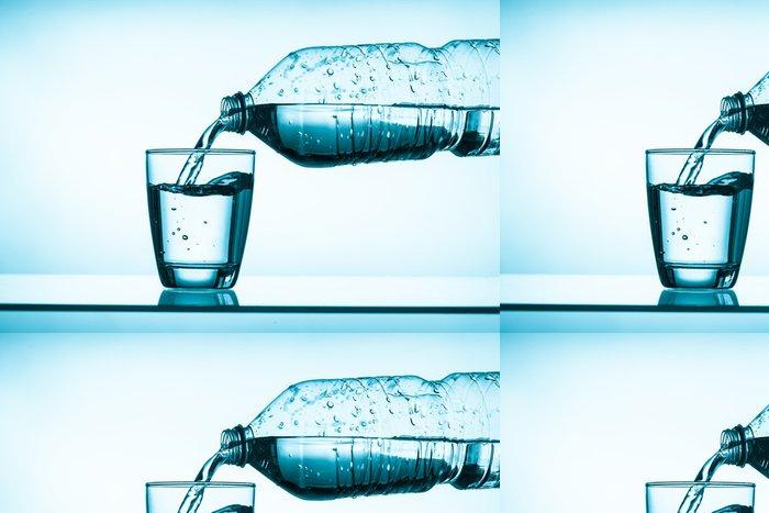 Tapeta Pixerstick Balenou vodu a sklo - Zdraví a medicína