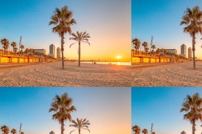 Tapeta Pixerstick Barceloneta Beach v Barceloně při východu slunce - Nebe