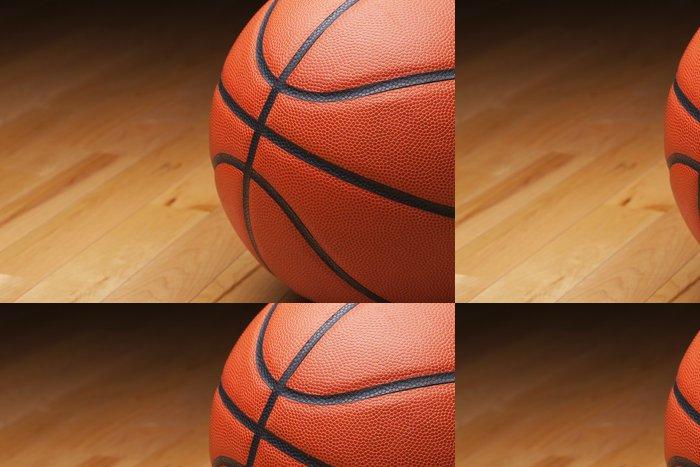 Tapeta Pixerstick Basketbal záběr zblízka na dřevěné podlaze tělocvičny - Basketbal