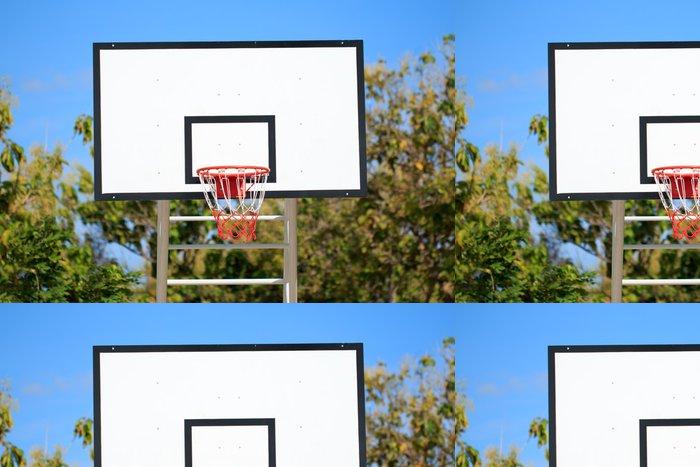 Tapeta Pixerstick Basketbalový koš stojí na hřišti v parku - Život