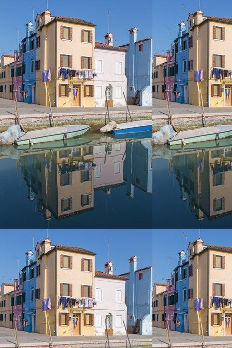 Tapeta Pixerstick Benátky - domy přes kanál z ostrova Burano - Evropská města