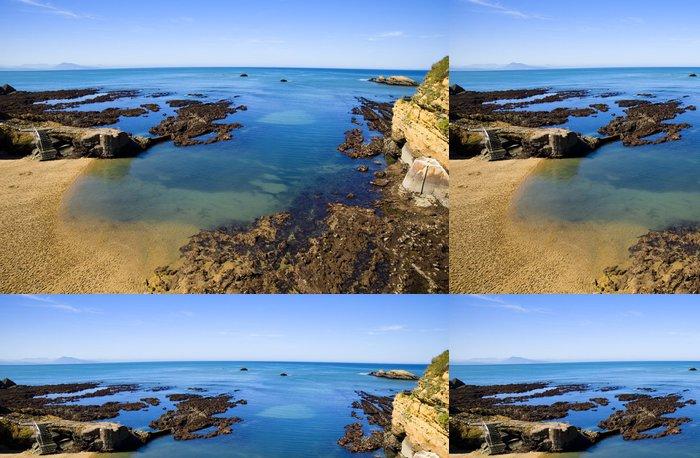 Tapeta Pixerstick Biarritz pobřeží - Prázdniny