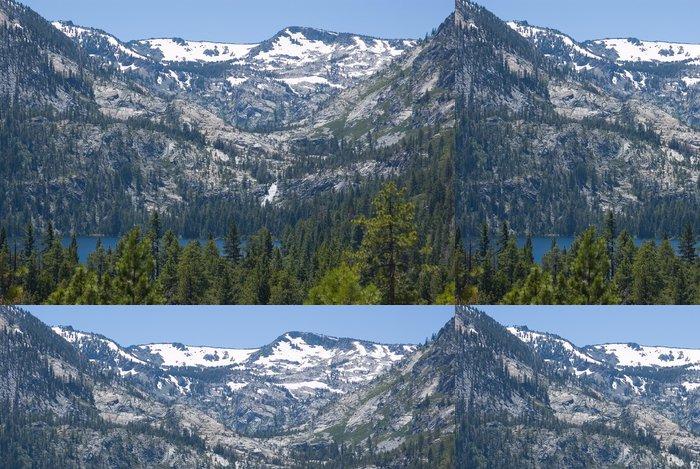 Tapeta Pixerstick Big zasněžený hora u jezera Tahoe - Prázdniny