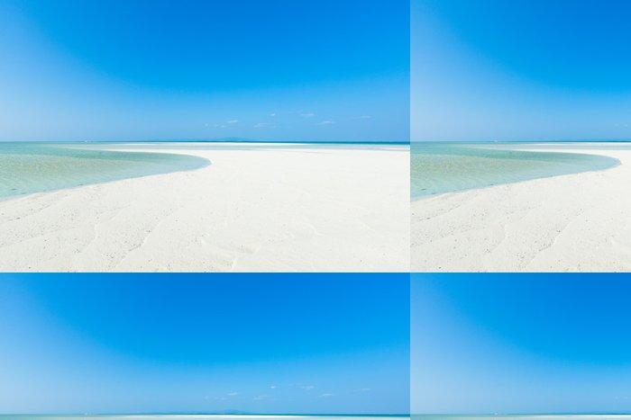 Tapeta Pixerstick Bílá písečná pláž tropický ráj, Okinawa, Japonsko - Prázdniny