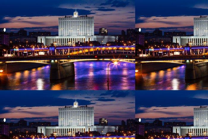 Tapeta Pixerstick Bílý dům a Moskva řeka nábřeží v noci, Rusko - Prázdniny