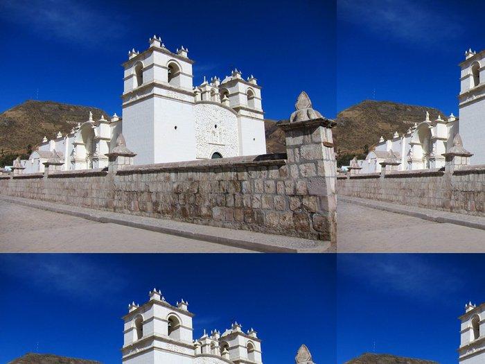 Tapeta Pixerstick Bílý kostel pod modrou oblohou v Peru - Amerika