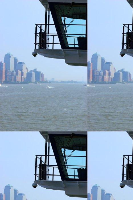 Tapeta Pixerstick Budovy u vody z paluby výletní lodi - Americká města
