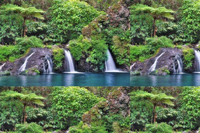 Tapeta Pixerstick Cascade zelená Langevin, Reunion. - Prázdniny
