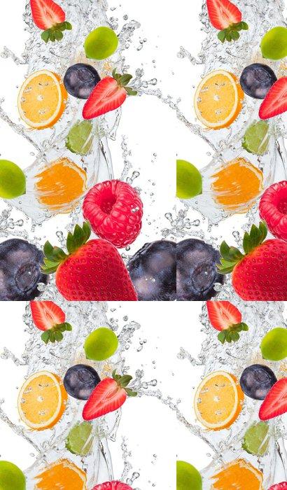 Tapeta Pixerstick Čerstvé ovoce ve vodě stříkající - Maliny