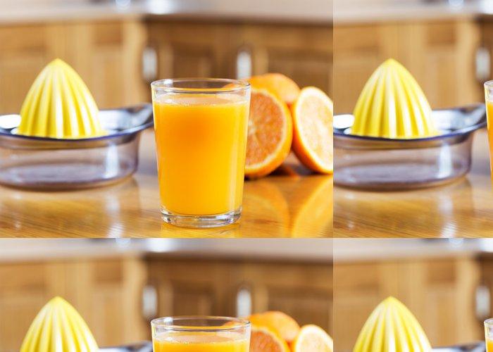 Tapeta Pixerstick Čerstvě vymačkaná pomerančová šťáva - Džus