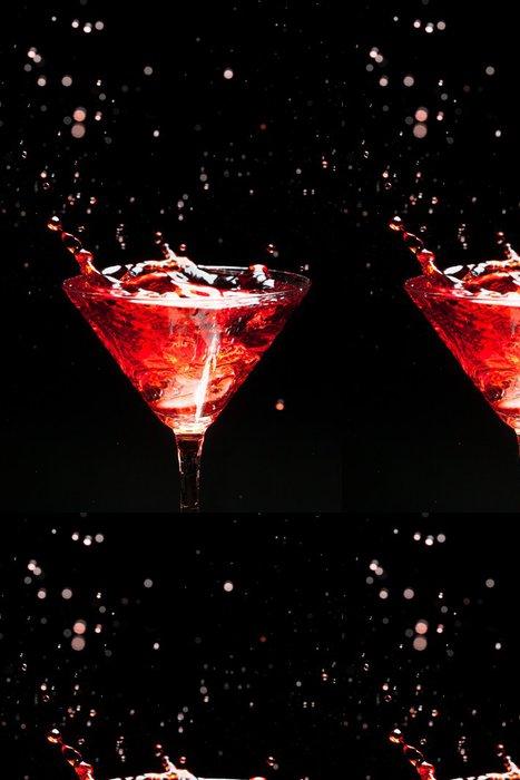 Tapeta Pixerstick Červená stříkající koktejl na černé - Alkohol