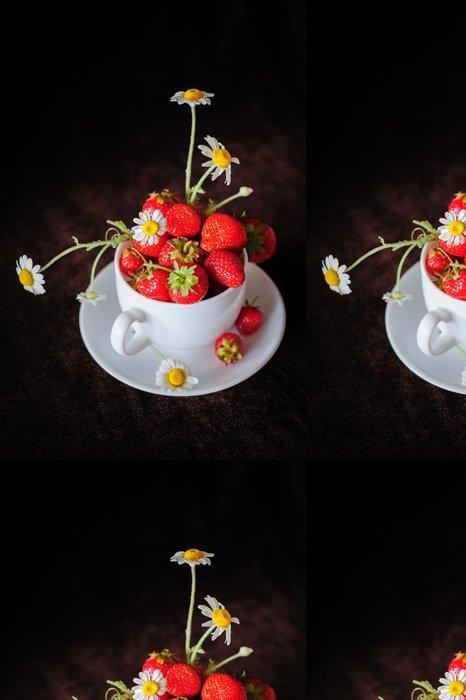 Tapeta Pixerstick Chamomiles a jahody v šálku - Témata