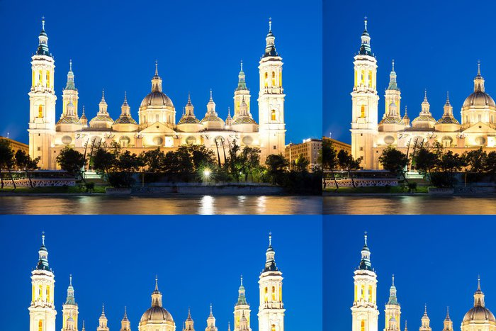 Tapeta Pixerstick Chrám za soumraku Zaragoza Basilica - Veřejné budovy