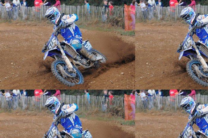 Tapeta Pixerstick Courbe en motokrosu - Extrémní sporty