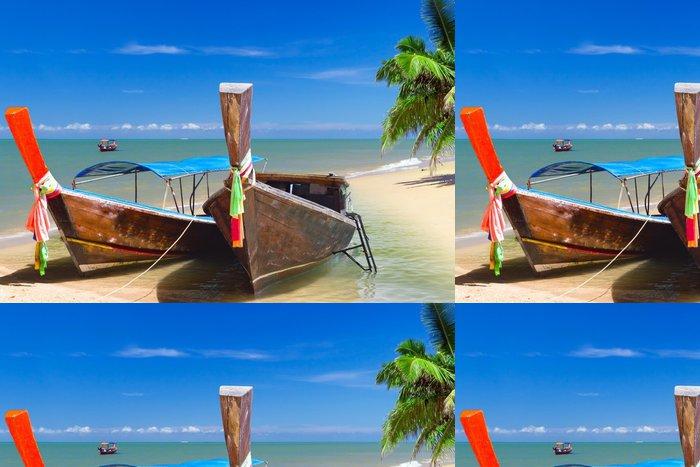 Tapeta Pixerstick Dlouhý ocas lodí na pobřeží Andamanského moře v Thajsku - Asie