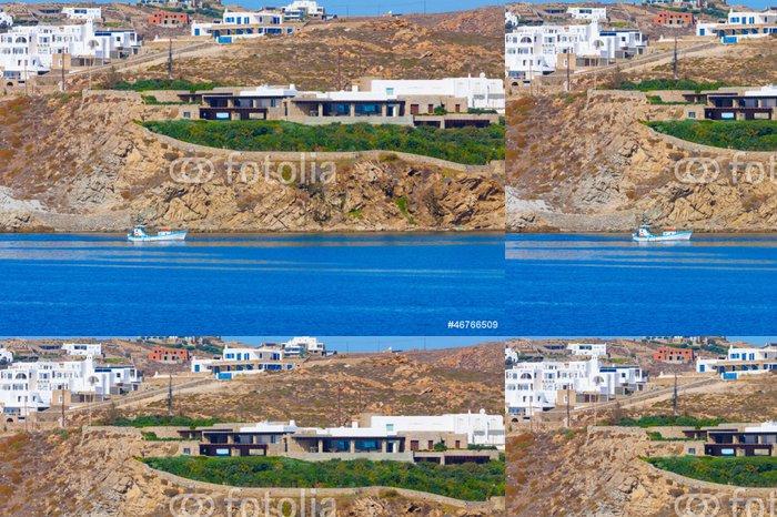 Tapeta Pixerstick Dřevěná rybářská loď před ostrově Mykonos pobřeží v Cyclades - Evropská města