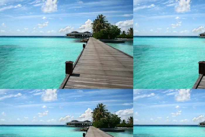 Tapeta Pixerstick Dřevěné molo na více než krásné maledivské pláži - Asie