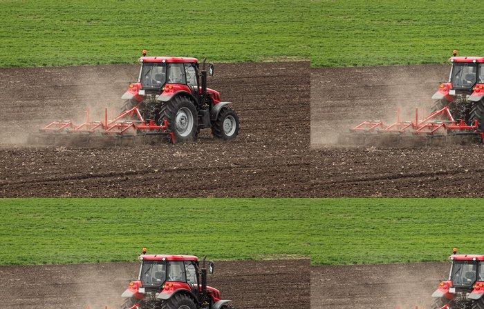 Vinylová Tapeta Drobný chov s traktorem a pluhem na poli - Zemědělství
