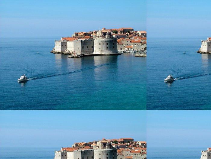 Tapeta Pixerstick Dubrovník mořských hrází a loď vidět z hotelu - Prázdniny