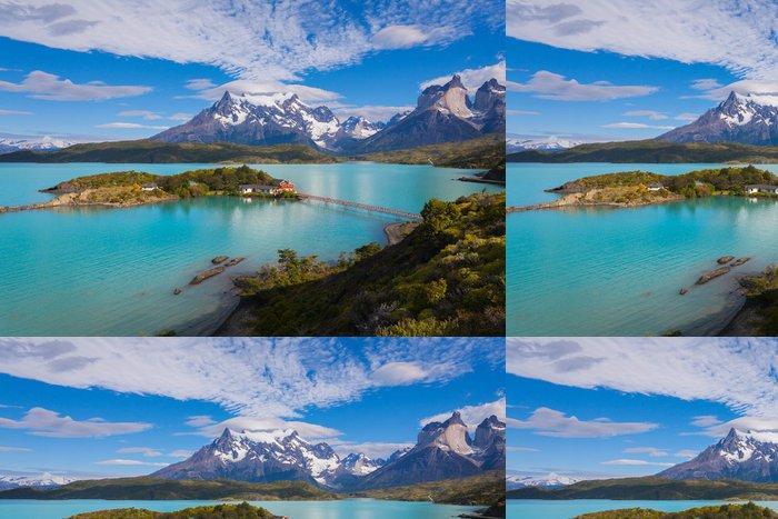 Tapeta Pixerstick Dům na ostrově v národním parku Torres del Paine - Témata