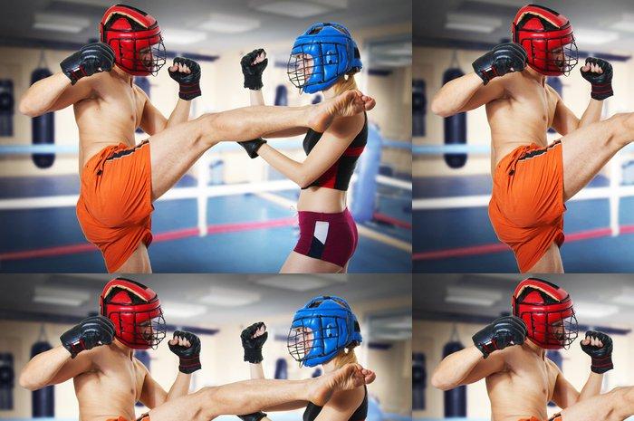 Tapeta Pixerstick Dvě osoby trénink kickboxing na kroužku - Témata