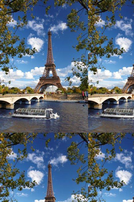 Tapeta Pixerstick Eiffelova věž s lodí na Siene v Paříži, Francie - Témata