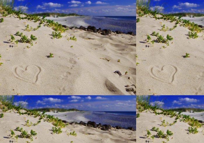 Tapeta Pixerstick Ein Herz im Sand - Štěstí
