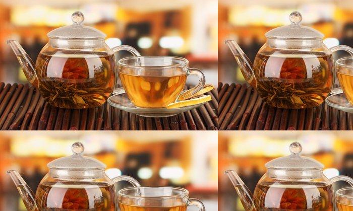 Vinylová Tapeta Exotické zelený čaj s květy ve skleněné konvici - Horké nápoje