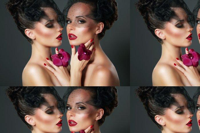 Tapeta Pixerstick Flirt. Smyslná Romantické ženy s fialovými orchidejí - Žena