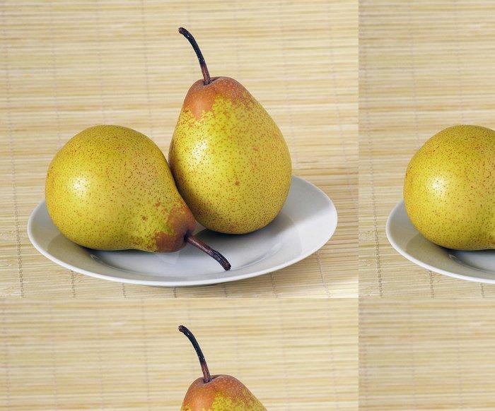 Tapeta Pixerstick Foto ze dvou hrušek na bílém talíři - Jídla