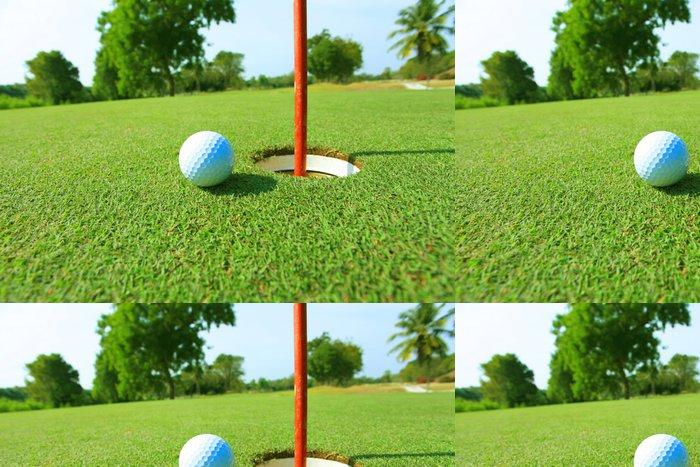 Tapeta Pixerstick Golfový míček poblíž prostoru - Individuální sporty