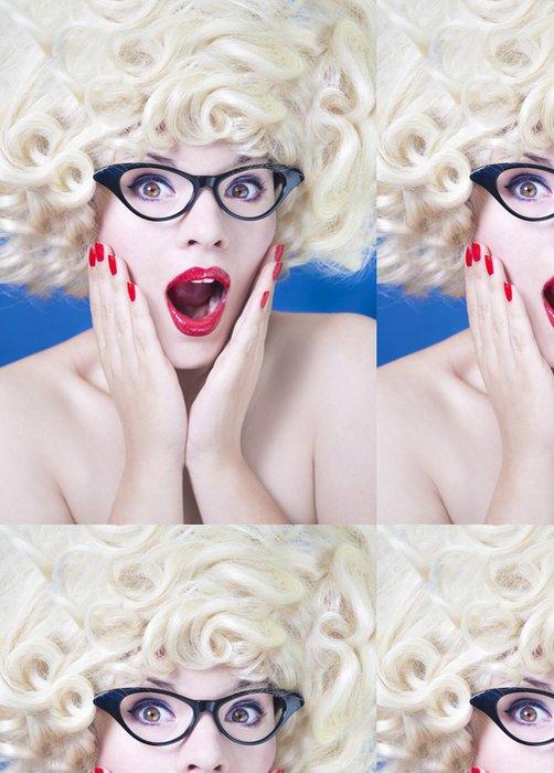Tapeta Pixerstick Hezká holka s legrační vlasy - Témata