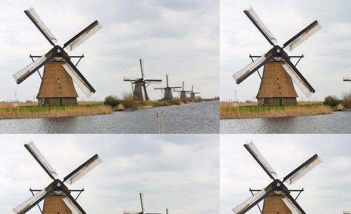 Tapeta Pixerstick Holandské větrné mlýny v Kinderdijk, v blízkosti Rotterdamu, Holandsko - Větrné mlýny