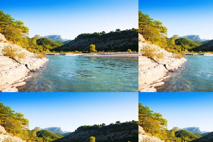 Tapeta Pixerstick Hory řeka. Cinqueta - Evropa