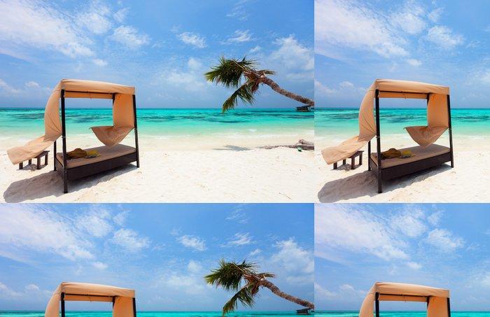 Tapeta Pixerstick Idylické tropické pláži na Maledivách - Voda