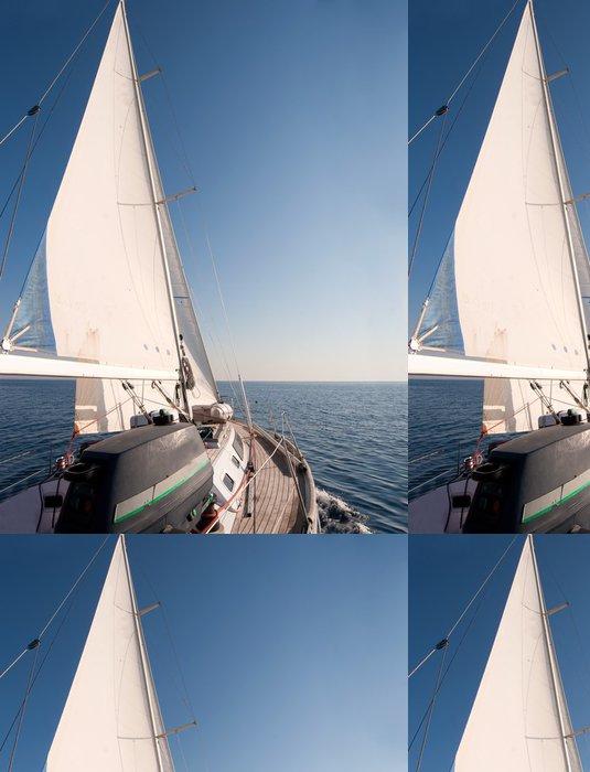 Tapeta Pixerstick Jachty plující v moři, jasně modrá obloha - Lodě