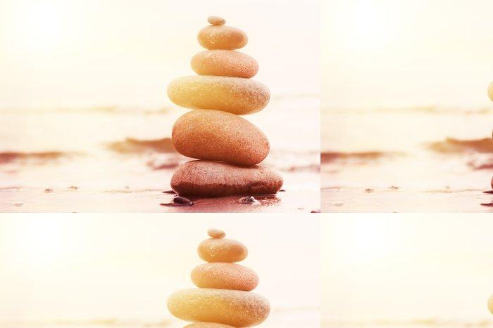Tapeta Pixerstick Kameny pyramida na písku symbolizující zen, harmonii, rovnováhu - Voda