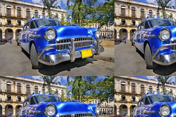 Tapeta Pixerstick Klasické americké auto v ulici havana - Kuba