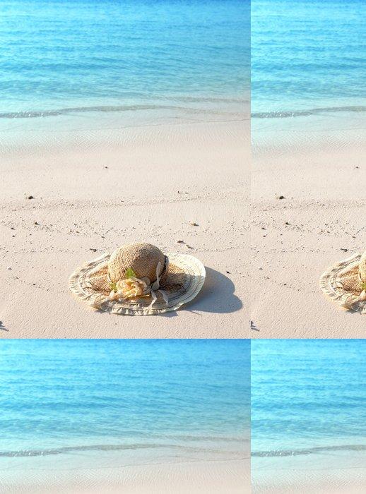 Tapeta Pixerstick Klobouk od slunce leží na písku. - Prázdniny