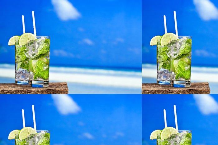 Tapeta Pixerstick Koktejl mojito na pláži - Voda