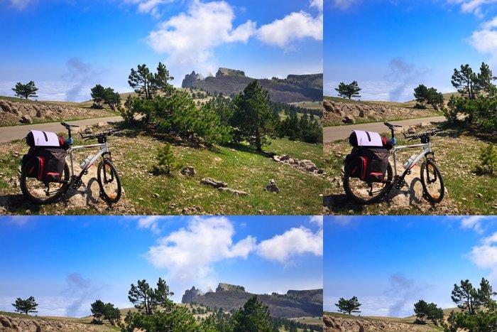Tapeta Pixerstick Kolo v horách - Příroda a divočina