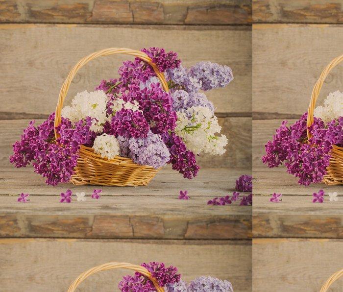 Tapeta Pixerstick Koš s pobočkou lila květiny na dřevěné pozadí - Struktury