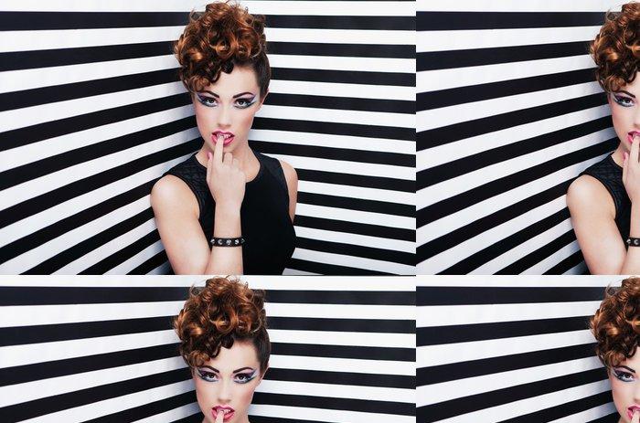 Tapeta Pixerstick Krásná mladá žena, glam rock ve stylu módy a doplňte -