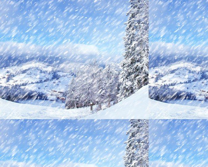 Tapeta Pixerstick Krásná zimní krajina s zasněžené stromy. - Lesy