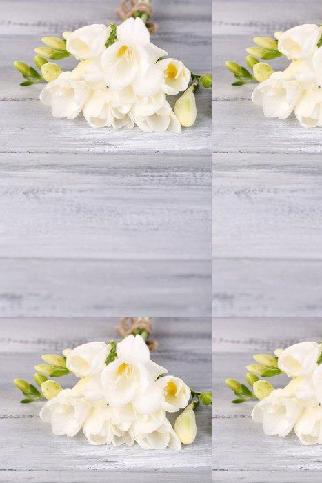Vinylová Tapeta Krásné freesias na dřevěném stole - Květiny