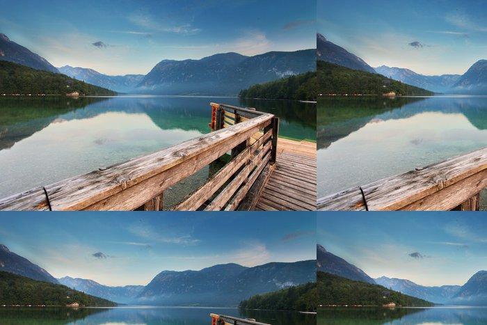 Tapeta Pixerstick Krásný výhled. Lake, hory, jezera Bohinj. Slovinsko - Hory