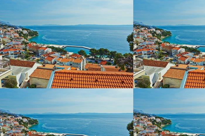 Tapeta Pixerstick Krásný výhled na moře z horní části letoviska Brela v Chorvatsku - Evropa